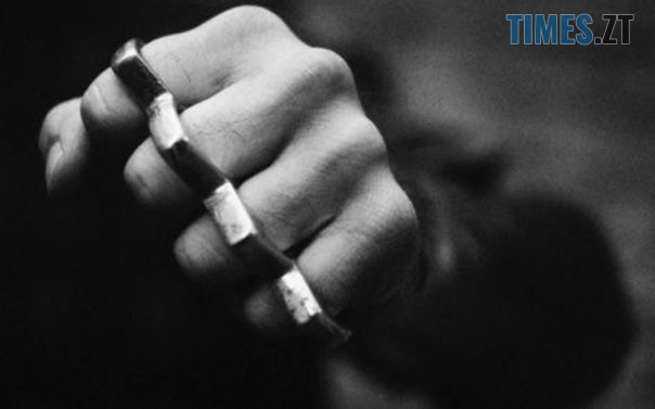 """KTvBmW - У Житомирі вулична банда продовжує вибивати """"2 гривні"""" у перехожих, - соцмережі"""