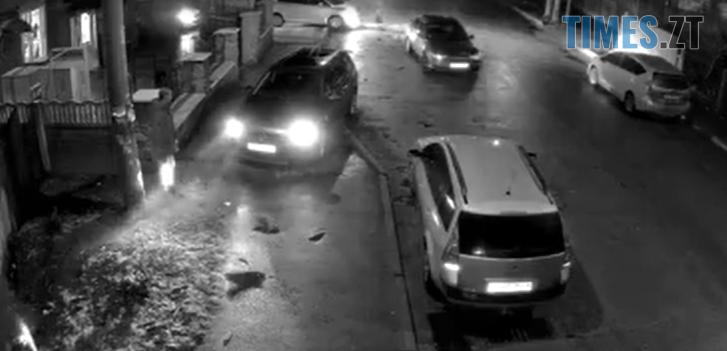 Screenshot 6 1 - Пішоходи розбігалися в сторони: у мережі з`явилося відео ДТП у Житомирі (ВІДЕО)