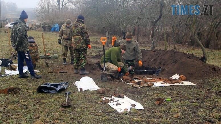 Still1212 00000 5 777x437 - На городі – солдатська могила: знахідка на Бердичівщині (ВІДЕО)