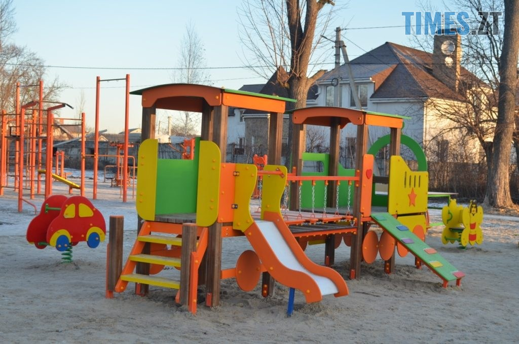 img1578485046 1024x678 - У Житомирі встановили ще один дитячий спортивний майданчик (ФОТО)