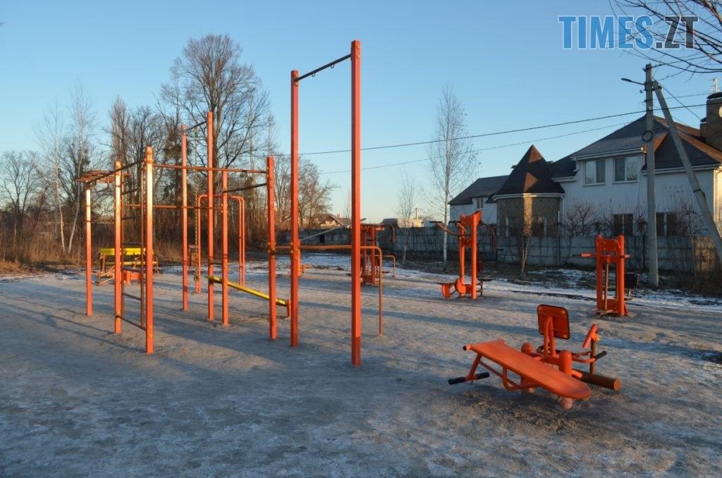 img1578485046 5 1024x678 - У Житомирі встановили ще один дитячий спортивний майданчик (ФОТО)