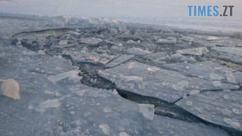 led bityj ozero 1024x576 777x437 - На Житомирщині рятувальники витягли рибалку з-під криги