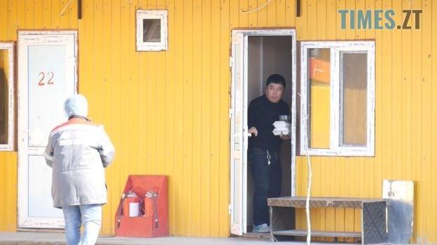 111003536 bbc.00 16 54 24.still022 - «Ми чекаємо на його повернення»: колеги ізольованого китайця з нетерпінням чекають на зустріч