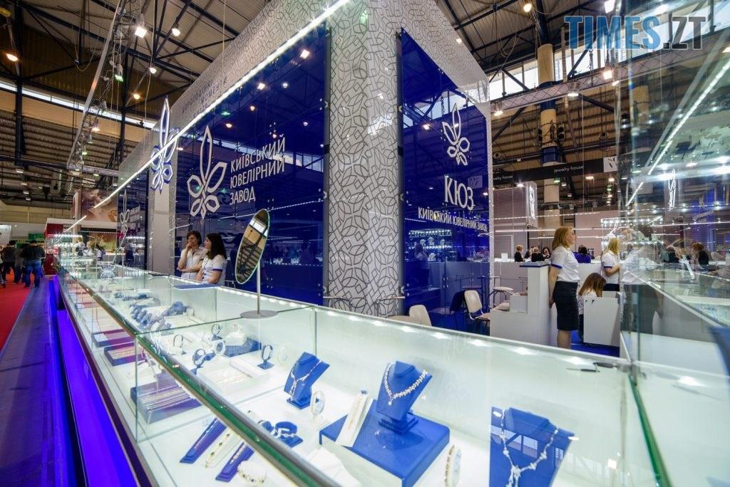 537490e6bb8040b8d965bc86598481ba 1024x684 - Київський ювелірний завод пропонує прикраси на будь-який смак і розмір гаманця
