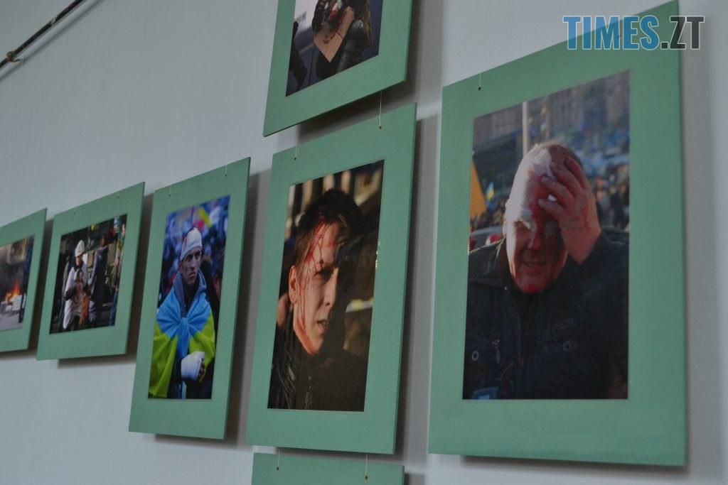 DSC 0013 1024x683 - «Скам'янілі душі»: У Житомирі Леонід Шрайбікус презентував фотовиставку про Героїв Небесної Сотні (ФОТО)