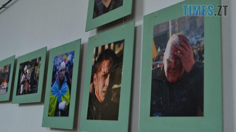 DSC 0013 777x437 - «Скам'янілі душі»: У Житомирі Леонід Шрайбікус презентував фотовиставку про Героїв Небесної Сотні (ФОТО)