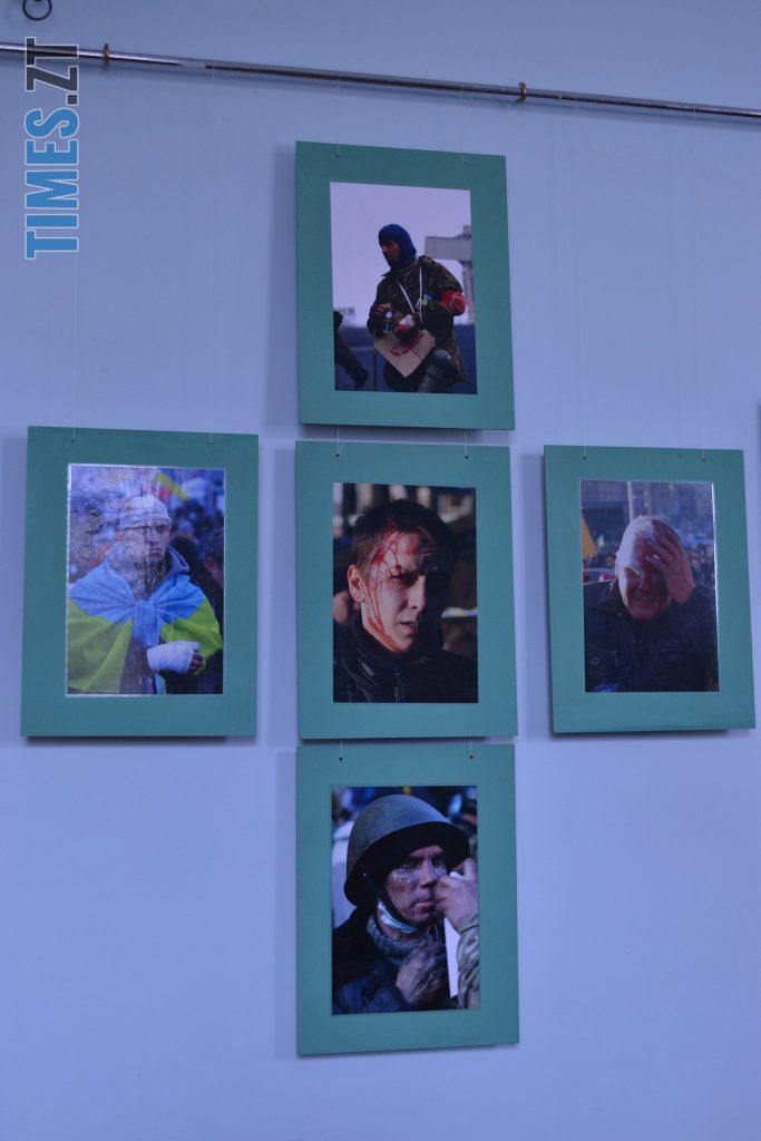 DSC 0021 e1582201238794 683x1024 - «Скам'янілі душі»: У Житомирі Леонід Шрайбікус презентував фотовиставку про Героїв Небесної Сотні (ФОТО)