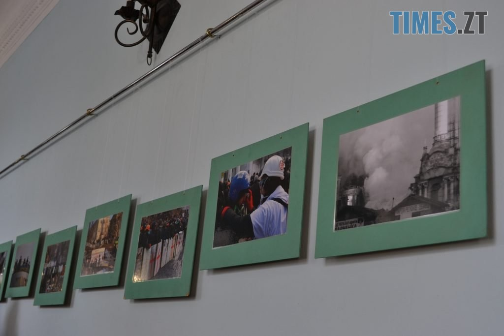 DSC 0033 1024x683 - «Скам'янілі душі»: У Житомирі Леонід Шрайбікус презентував фотовиставку про Героїв Небесної Сотні (ФОТО)