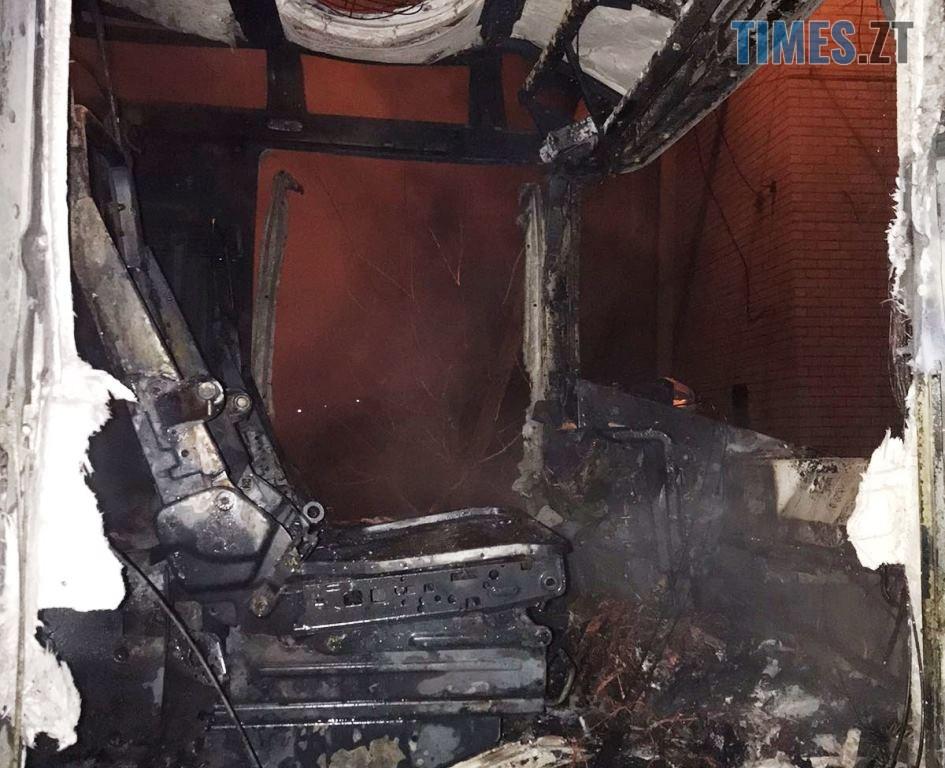 IMG c1a797ab9d6a2b5f2aa1989bdf162265 V - У Житомирі на приватній стоянці загорілися дві вантажівки (ФОТО)