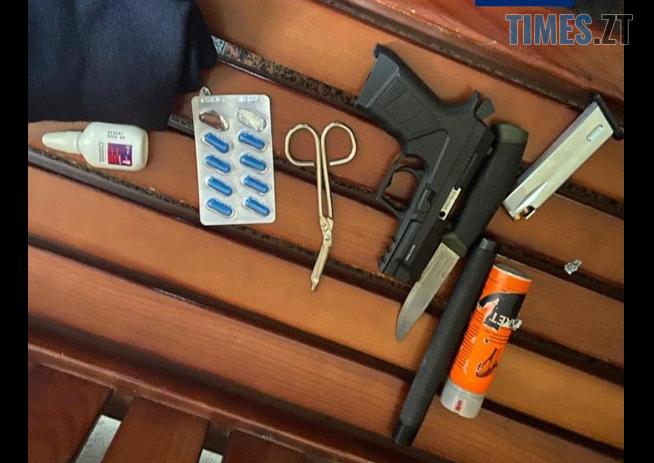 Screenshot 13 - У міськраді Житомира затримали двох озброєних до зубів чоловіків (ФОТО)