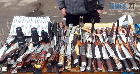 Screenshot 4 8 - На одному з базарів Житомира затримали молодика із цілим арсеналом зброї (ФОТО)