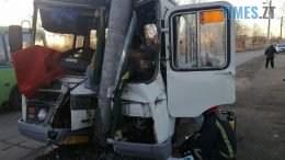 avtobus 260x146 - У Коростені пасажирський автобус потрапив у моторошну аварію, є загиблі (ФОТО)