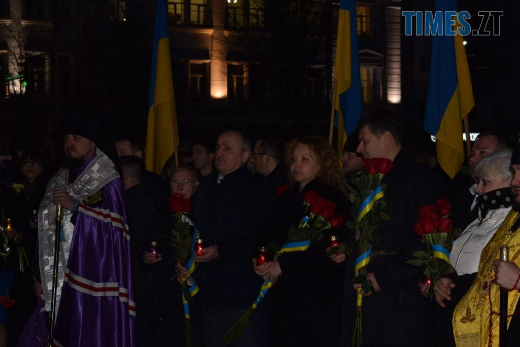 d99d1519 fbb6 4e51 b327 0396aae60c5d 1024x684 - Житомиряни відтворили реконструкцію подій Майдану та вшанували Героїв Небесної Сотні (ФОТО)
