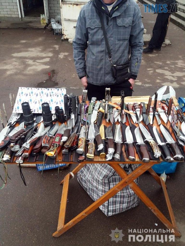 photo5363872630798658811  768x1024 - На одному з базарів Житомира затримали молодика із цілим арсеналом зброї (ФОТО)