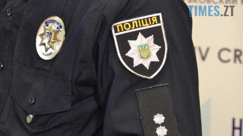 polis 777x437 - У мережі показали фото поліцейського, який торгував наркотиками в Житомирі (ФОТО)