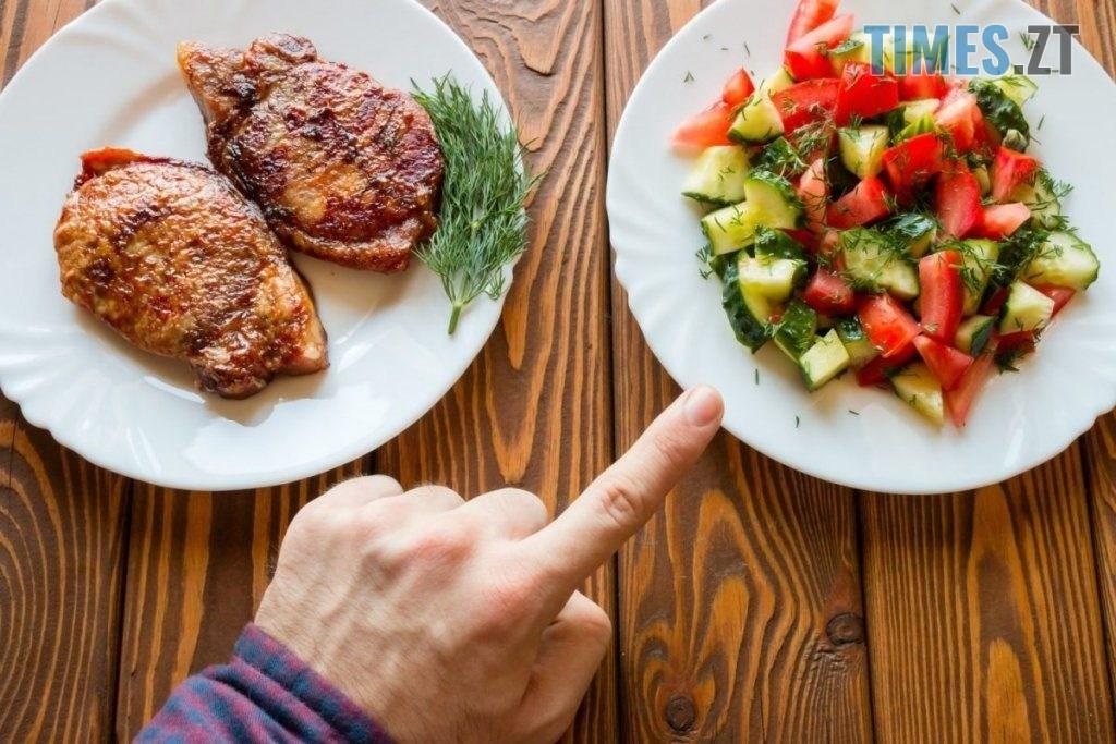 vegetaryantsy y myasoedy 1024x683 1024x683 - А ви готові? Святкуємо Масляний тиждень!