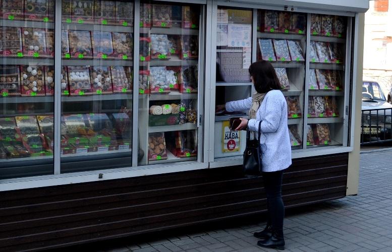01 5 - Зе-карантин: черги за їжею та грошима – і єдиний в Житомирі «живий» кафетерій (ФОТО)