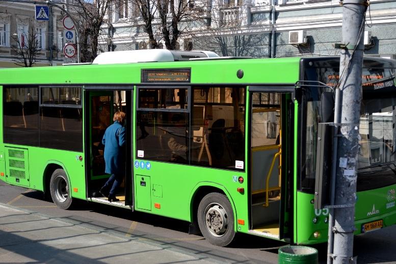 02 4 - По Житомиру їздять порожні муніципальні автобуси №4. Зате часто (ФОТО)