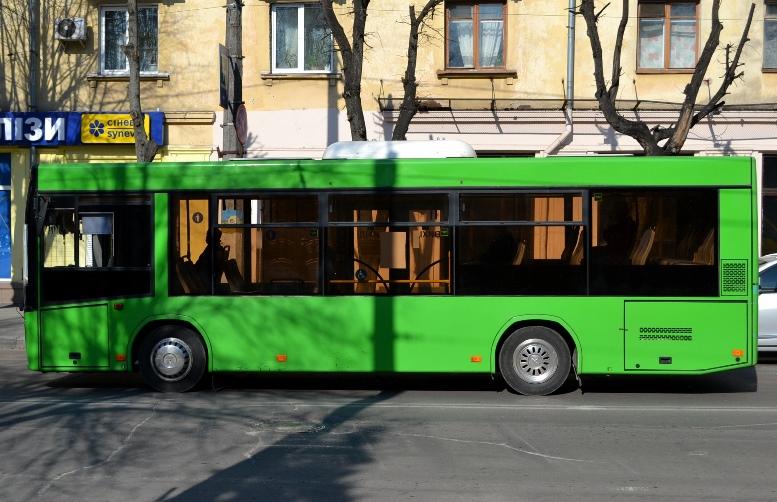 04 2 - По Житомиру їздять порожні муніципальні автобуси №4. Зате часто (ФОТО)