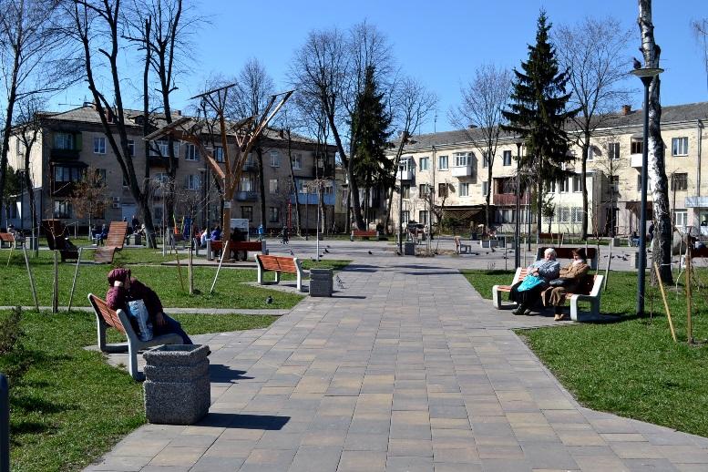05 1 - Зе-карантин: черги за їжею та грошима – і єдиний в Житомирі «живий» кафетерій (ФОТО)