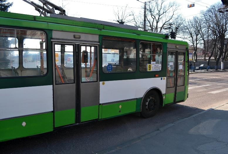 07 2 - По Житомиру їздять порожні муніципальні автобуси №4. Зате часто (ФОТО)
