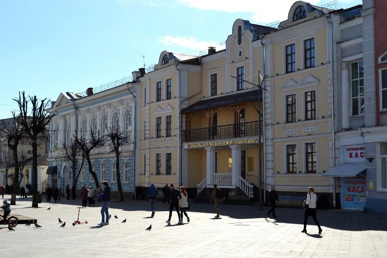 08 1 - Зе-карантин: черги за їжею та грошима – і єдиний в Житомирі «живий» кафетерій (ФОТО)