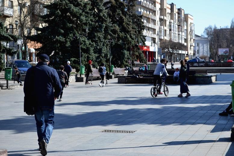 13 - Зе-карантин: черги за їжею та грошима – і єдиний в Житомирі «живий» кафетерій (ФОТО)