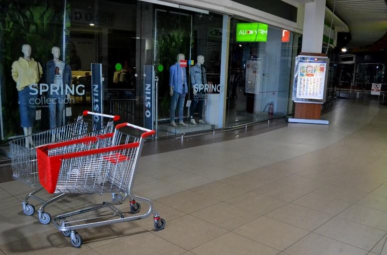 14 - Зе-карантин: черги за їжею та грошима – і єдиний в Житомирі «живий» кафетерій (ФОТО)