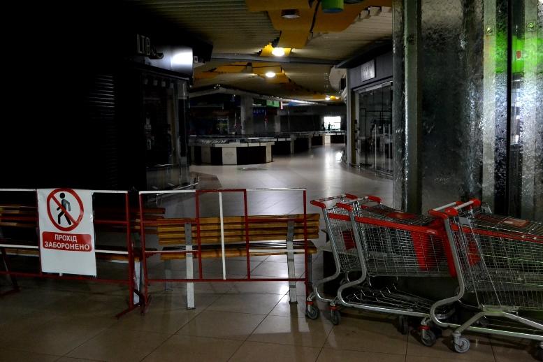 15 - Зе-карантин: черги за їжею та грошима – і єдиний в Житомирі «живий» кафетерій (ФОТО)
