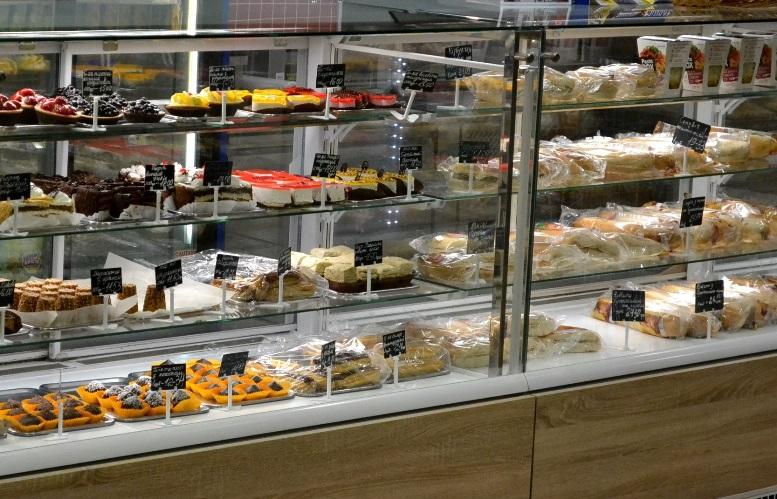 17 - Зе-карантин: черги за їжею та грошима – і єдиний в Житомирі «живий» кафетерій (ФОТО)