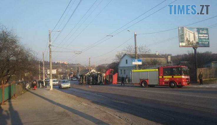 Screenshot 6 9 - Вантажівка проти тролейбусу: на Чуднівському мосту в Житомирі моторошна ДТП (ФОТО\ВІДЕО)