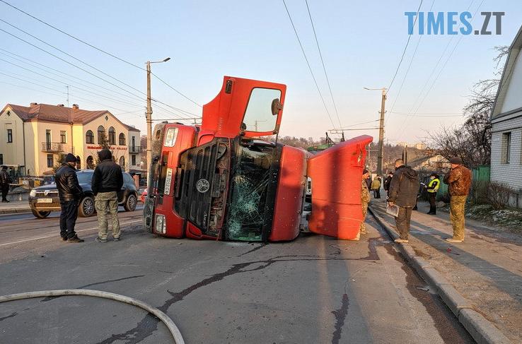 Screenshot 8 5 - Вантажівка проти тролейбусу: на Чуднівському мосту в Житомирі моторошна ДТП (ФОТО\ВІДЕО)