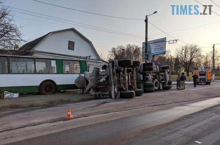 Screenshot 9 1 - Вантажівка проти тролейбусу: на Чуднівському мосту в Житомирі моторошна ДТП (ФОТО\ВІДЕО)