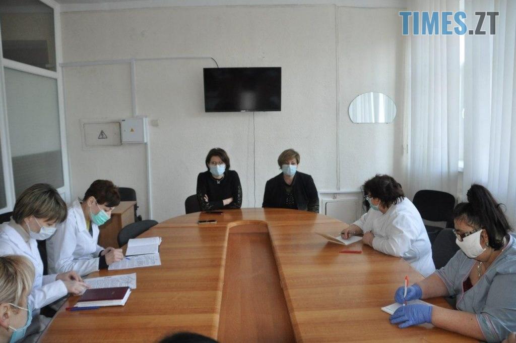 WhatsApp Image 2020 03 26 at 13.42.15 1 1024x680 - Експерти-вірусологи приїхали на Житомирщину навчати працівників лабораторного центру працювати з обладнанням та тестами
