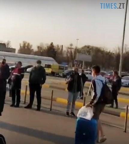 boryspil 3 - «Е...учая Украина!» Кордон, «закритий» Зеленським, перетинають на авто,  на поїзді – і просто проривають (ВІДЕО)