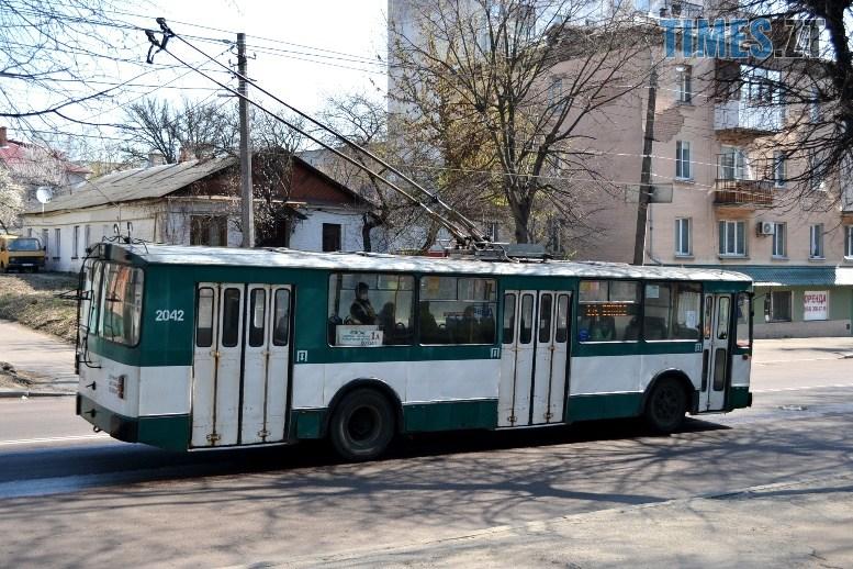 01 16 - COVID-19: як обрати у житомирському тролейбусі максимально безпечне місце (ФОТО)