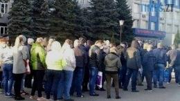 01 4 260x146 - Кретинокарантин: на батьківщині Зеленського люди збилися у натовп заради зелених папірців (ВІДЕО)