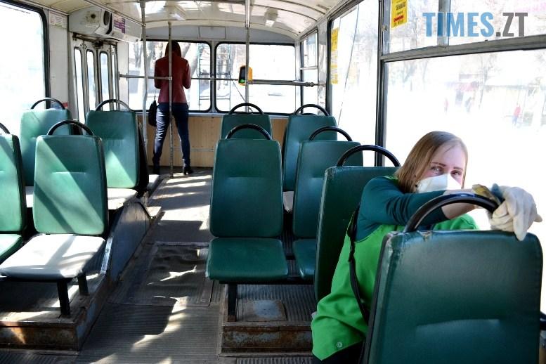 01 6 - Транспортний колапс у Житомирі відклали: у тролейбус ще пускають без посвідчення (ФОТО)