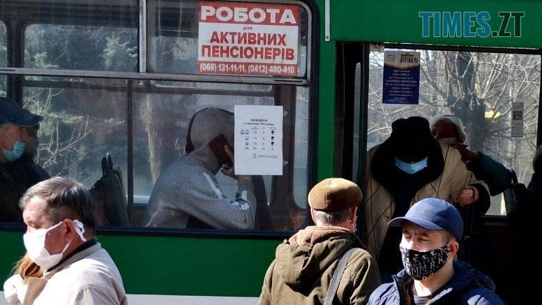 03 8 - Транспортний колапс у Житомирі відклали: у тролейбус ще пускають без посвідчення (ФОТО)
