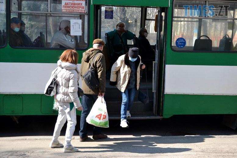 04 6 - Транспортний колапс у Житомирі відклали: у тролейбус ще пускають без посвідчення (ФОТО)