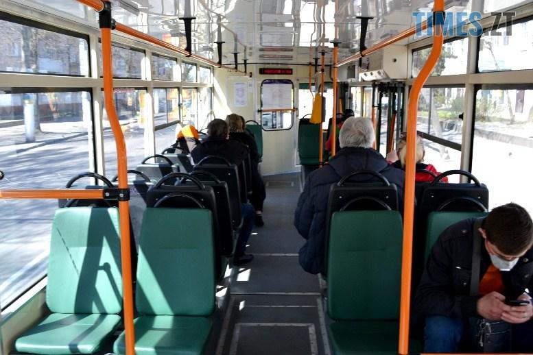 04 8 - COVID-19: як обрати у житомирському тролейбусі максимально безпечне місце (ФОТО)
