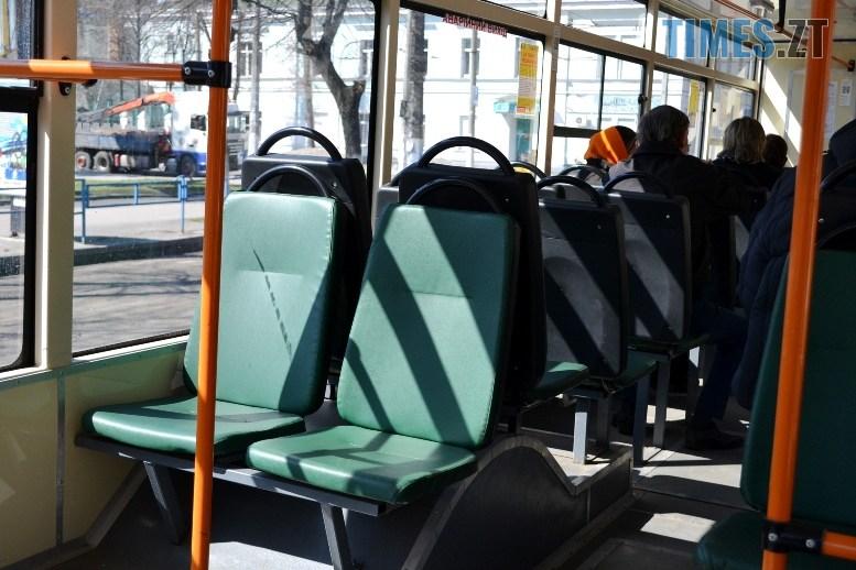 05 8 - COVID-19: як обрати у житомирському тролейбусі максимально безпечне місце (ФОТО)