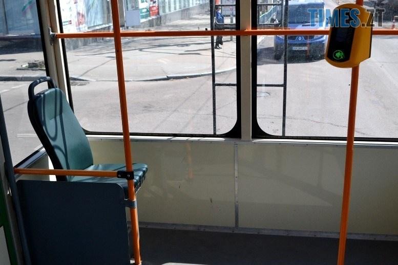06 8 - COVID-19: як обрати у житомирському тролейбусі максимально безпечне місце (ФОТО)