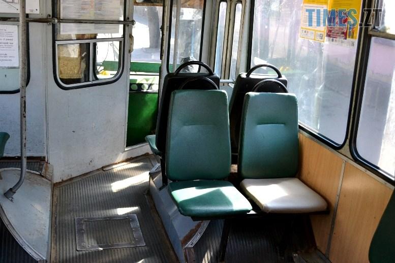 07 7 - COVID-19: як обрати у житомирському тролейбусі максимально безпечне місце (ФОТО)