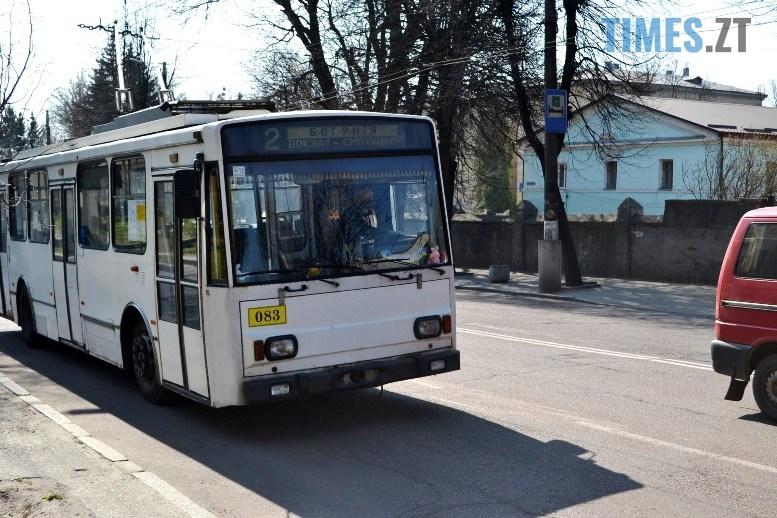 08 3 - Транспортний колапс у Житомирі відклали: у тролейбус ще пускають без посвідчення (ФОТО)