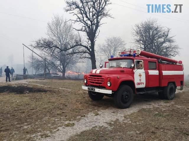 IMG b034895e13a8dbbcdf607c29d8f81613 V - В Овруцькому районі через спалювання сухостою загорілося 19 будівель, є травмовані (ФОТО)