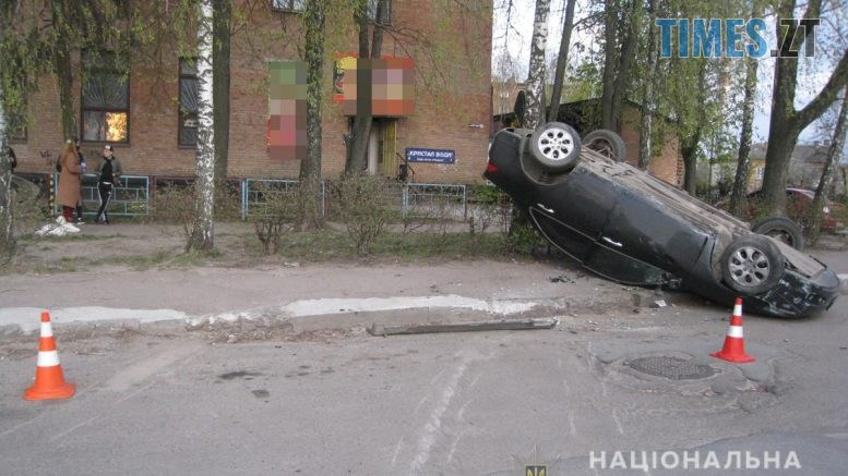 IMG 9303  777x437 - У райцентрі Житомирщини перекинувся автомобіль, справою зайнялася поліція (ФОТО)