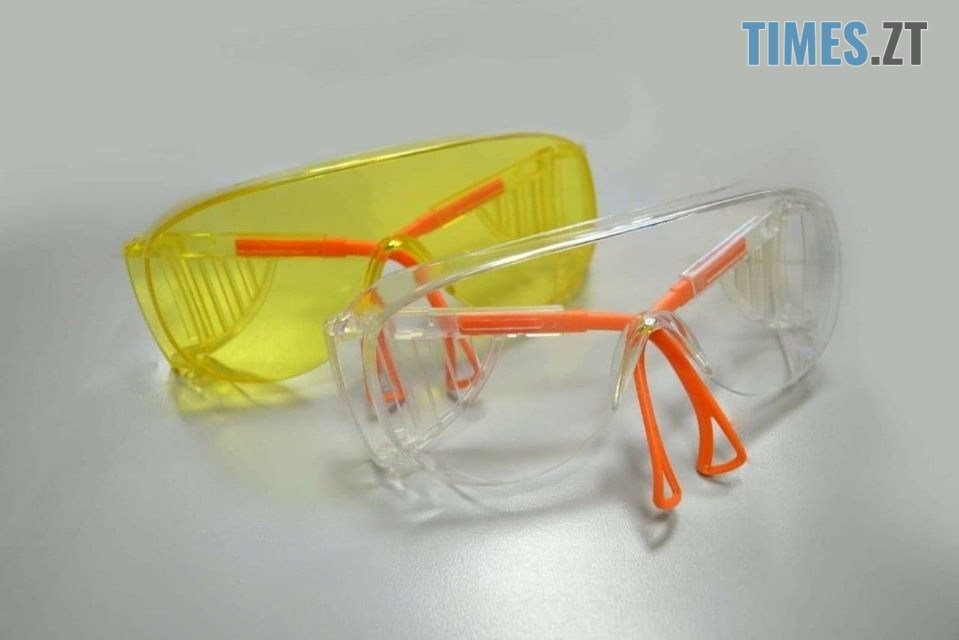 okuliary - Стан хворого медика та захист її колег на роботі: COVID-19 у Бердичеві