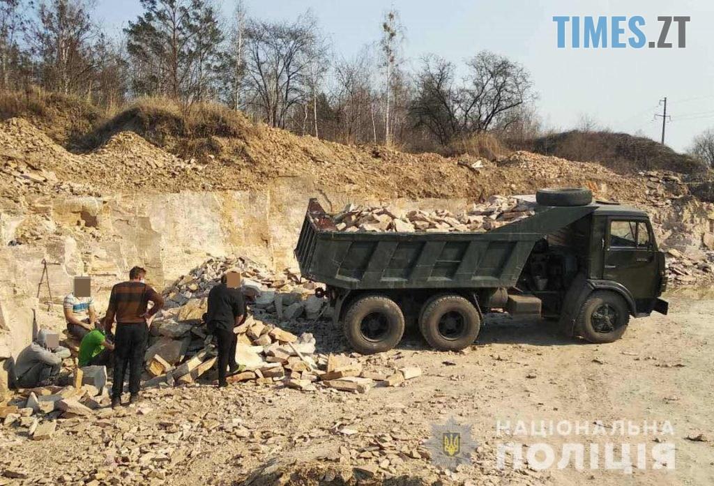 """zatrymani 1024x697 - На Олевщині правоохоронці """"прикрили"""" нелегальний бізнес по видобутку каменю (ФОТО)"""