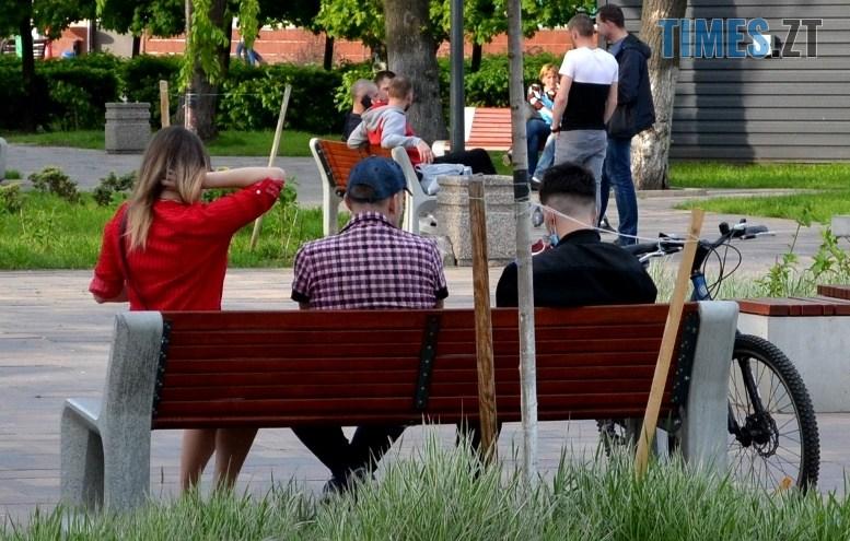 03 3 - Кабмін дозволив сидіти за столиками кафе вчотирьох. Але не пояснив, як їсти і пити у масках (ФОТО)